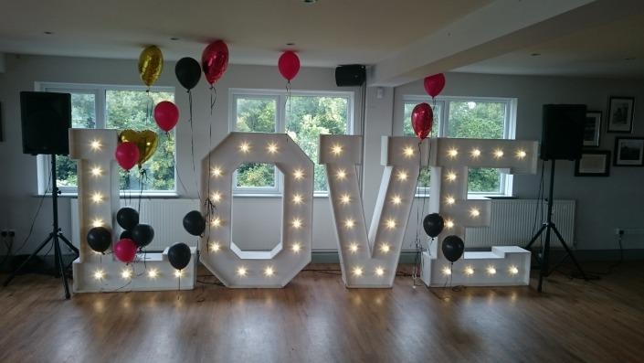 5ft LOVE at the Churchillian Pub Portsmouth