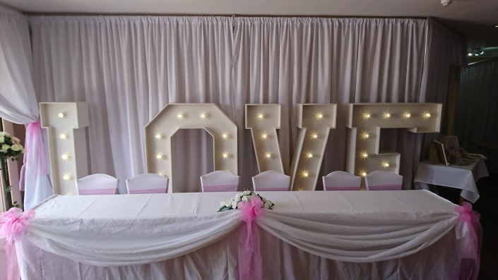 5ft LOVE at wickham park golf club with backdrop and top table